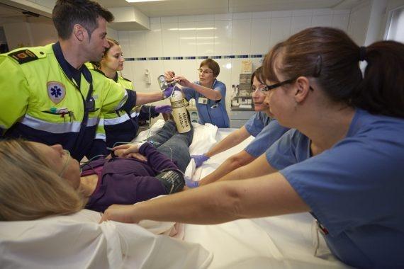 Sanitäter und Krankenpfleger im Einsatz.