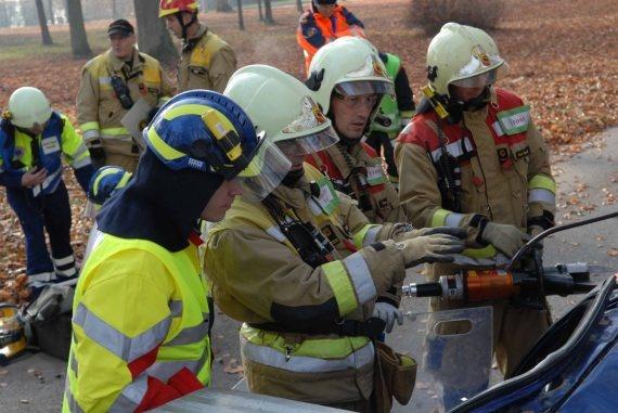 Intervento congiunto dei sanitari e dei pompieri.