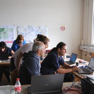L'équipe de mesure allemande analyse les données relevées.