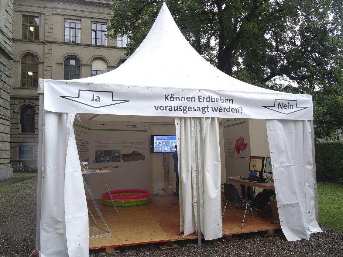 Der Stand des Schweizerischen Erdbebendienstes an der Scientifica