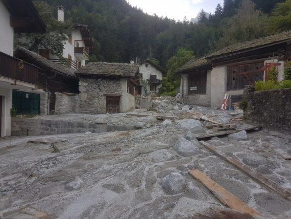 Bondo (GR) am 1. September 2017. Am Tag zuvor hatte ein gewaltiger Murgang das Dorf erfasst.