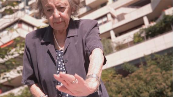Une femme vieille.