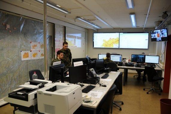 Hier sieht man einen Bereich des Melde- und Lagezentrums der NAZ.