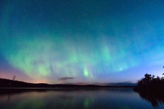 Nell'immagine si vedono aurore polari.