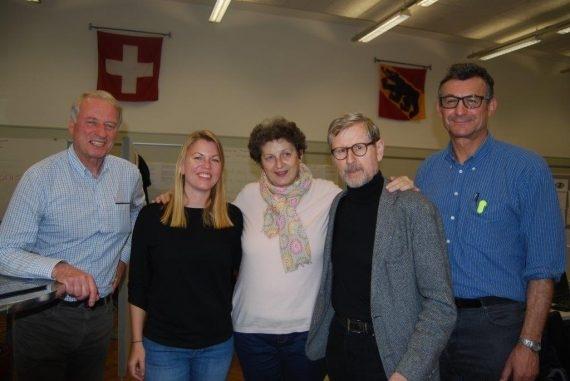 Il capo dello stato maggiore di crisi, Nina Wirth, con la sua squadra.