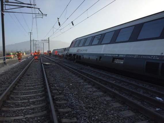 Umgekippte Zugswagen auf dem Schadensplatz in Rafz. Quelle: Schutz & Rettung Zürich
