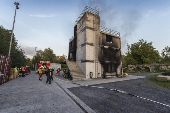 Übung des Kulturgüterschutzes und der Milizfeuerwehr Stadt Zürich: Das Brandhaus auf dem Übungsplatz von Schutz & Rettung Zürich