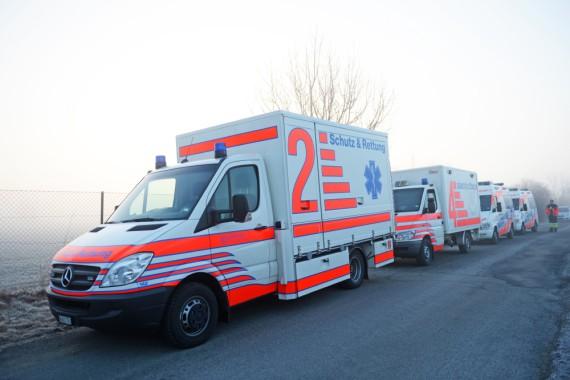 Fahrzeuge des Rettungsdienstes von Schutz & Rettung Zürich im Warteraum