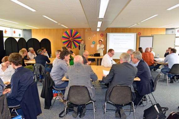 Workshop Teilnehmer diskutieren