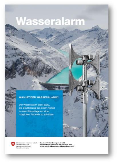 Auf der Titelseite des Flyer Wasseralarm ist im Hintergrund ein Stausee in einer alpinen Landschaft zu sehen. Im Vordergrund steht eine Sirene.