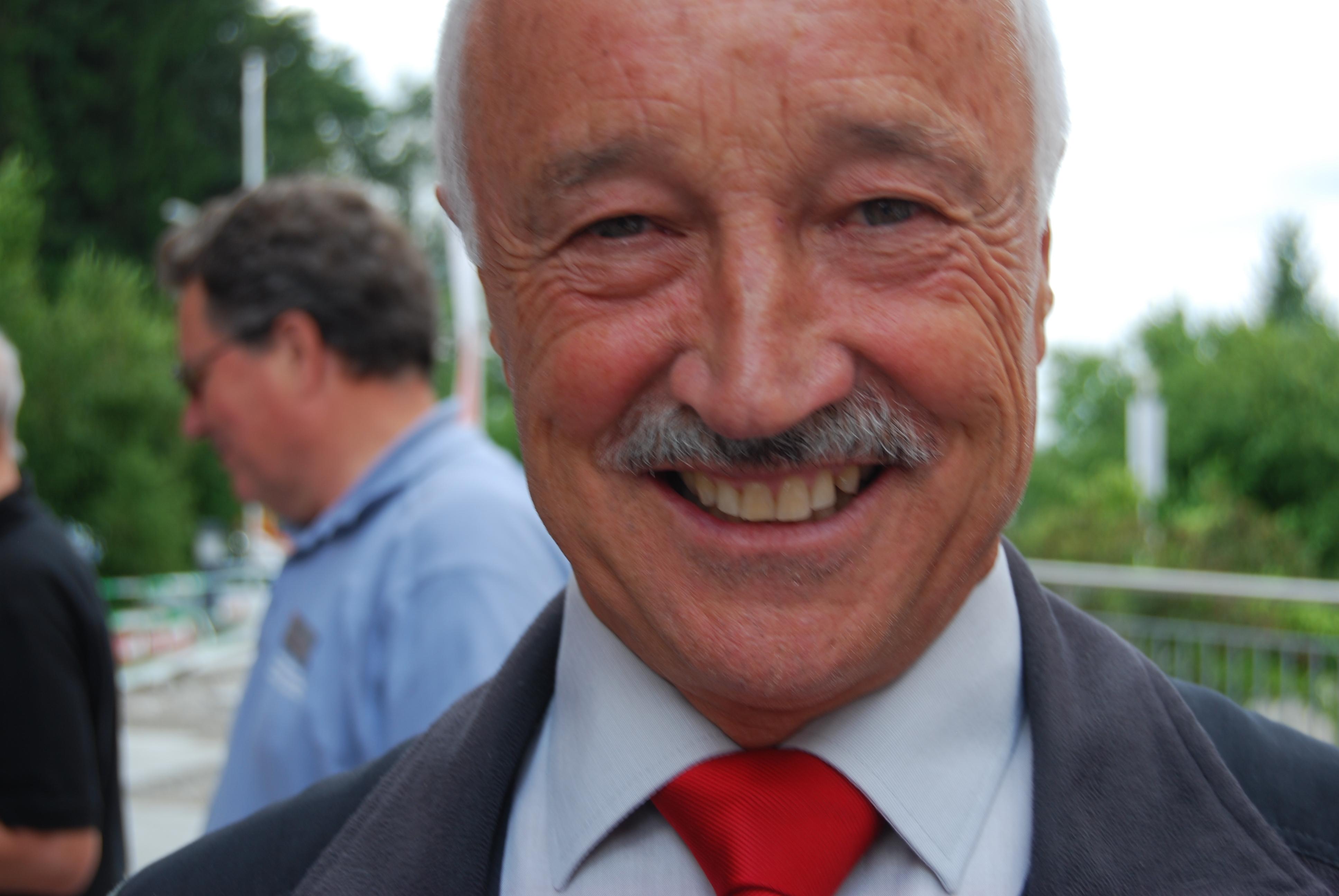 Ein Portrait von Paul Münger. Er lächelt in die Kamera.